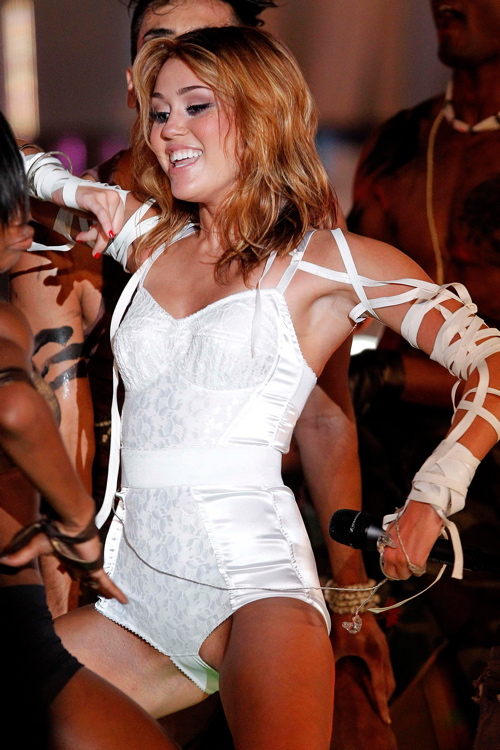 Miley Cyrus Camel Toe Pictures photo 6