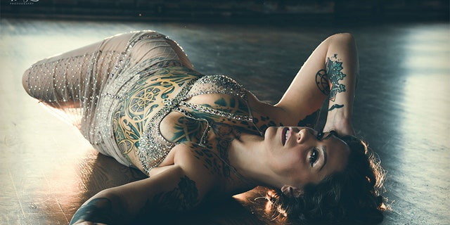 Danielle Colby Sexy Pictures photo 15