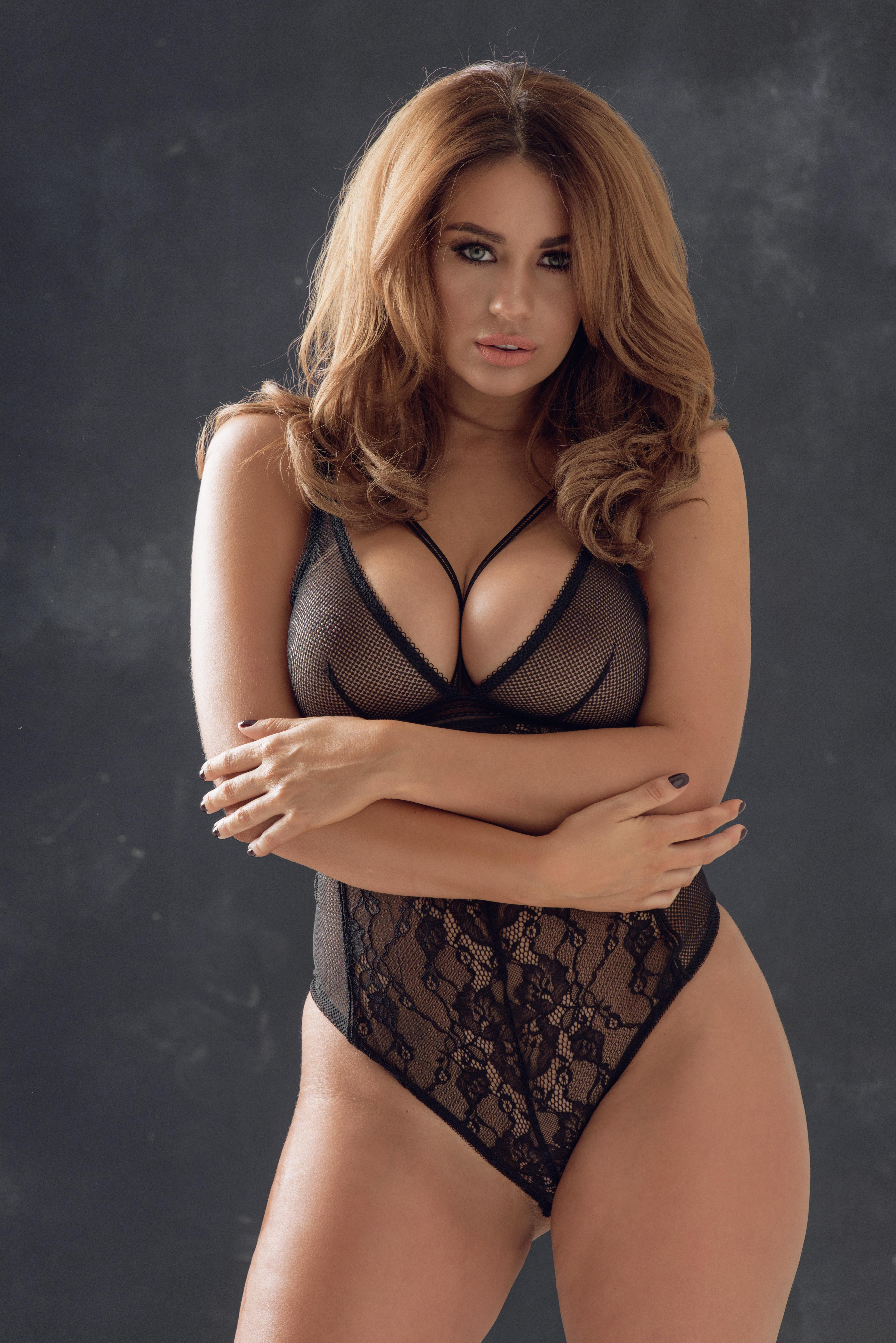 Holly Peers Page 3 photo 22