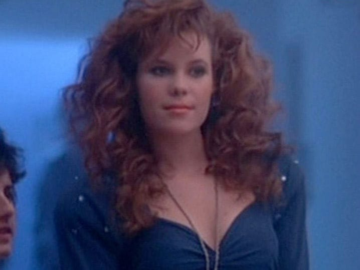 Robyn Lively Sexy photo 30