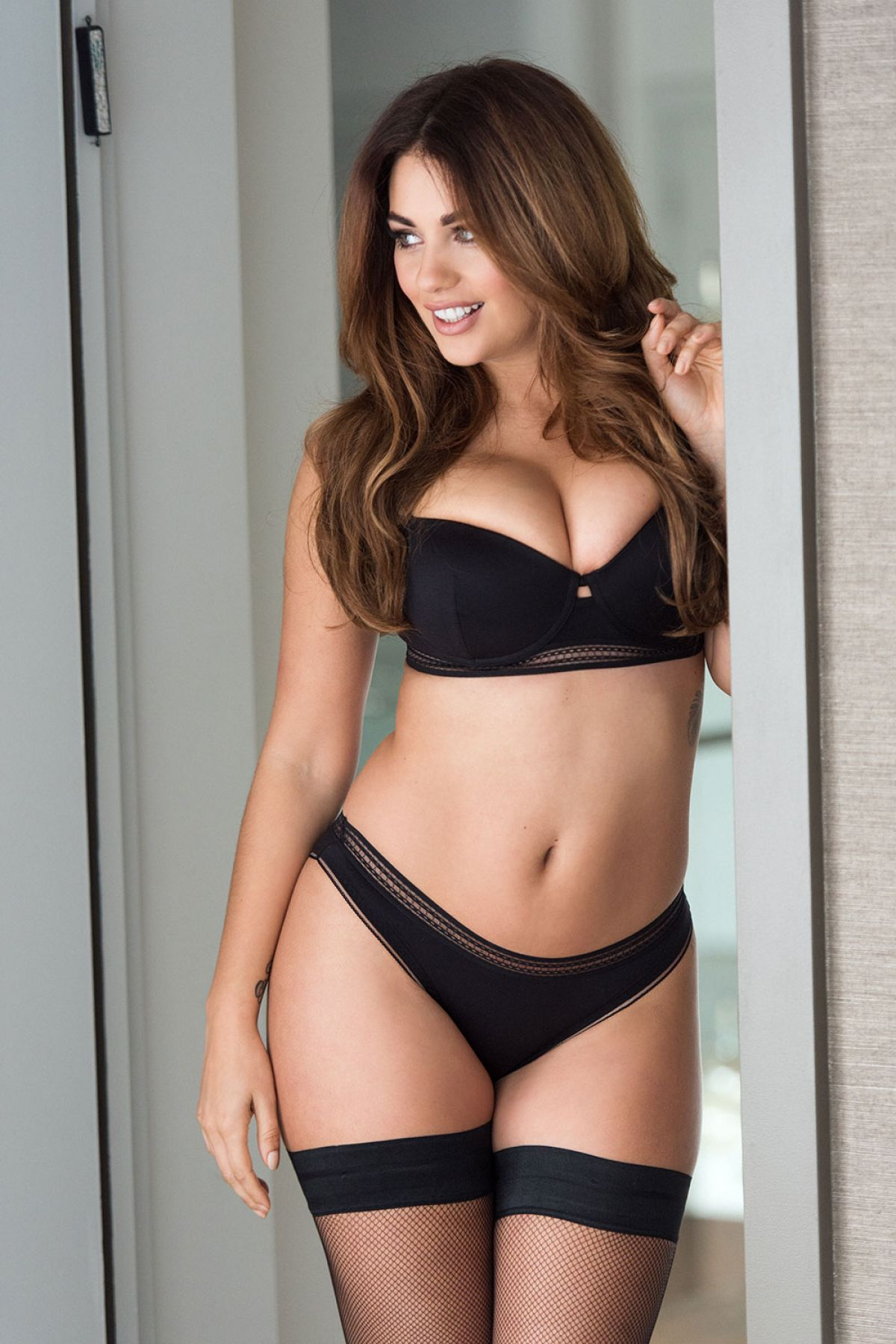Holly Peers Page 3 photo 19