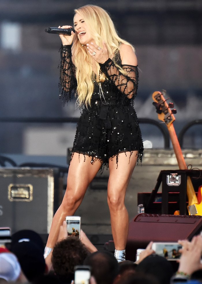Carrie Underwood Naked Videos photo 8