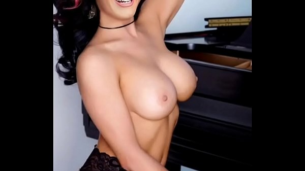 Kary Perry Tits photo 14