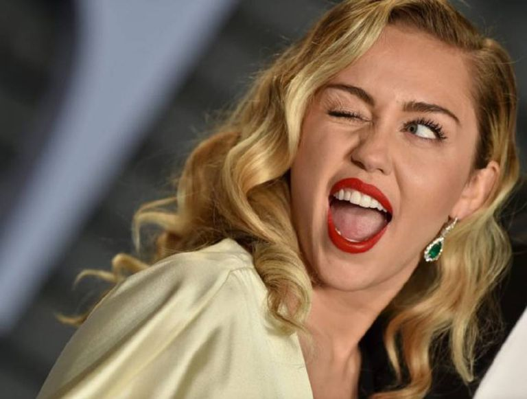Miley Cyrus Frontal photo 9