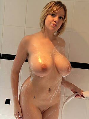 Hot Chicks In The Shower photo 13