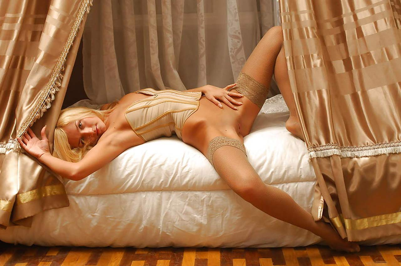 Evanna Lynch Naked Pictures photo 22