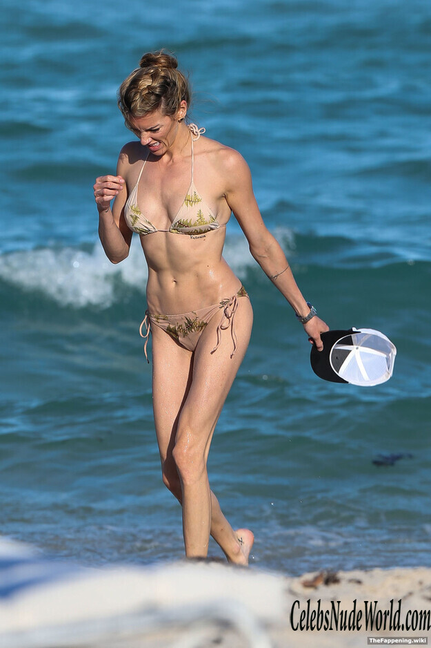 Katie Cassidy Topless photo 5