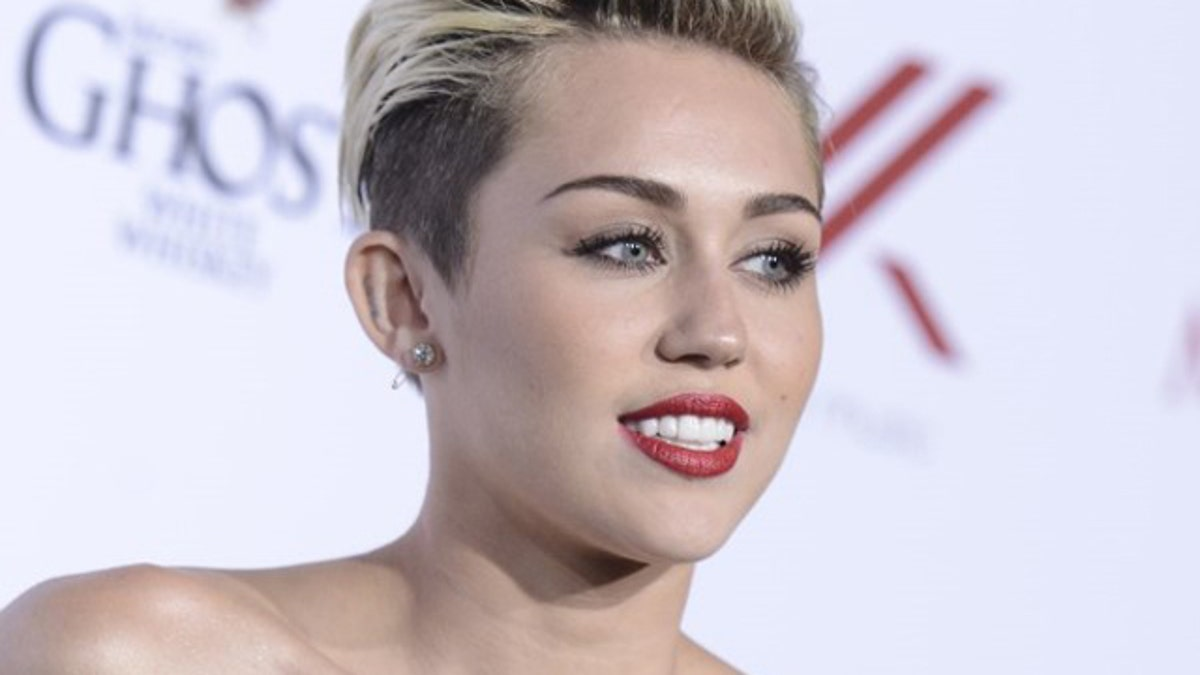 Miley Cyrus Frontal photo 7