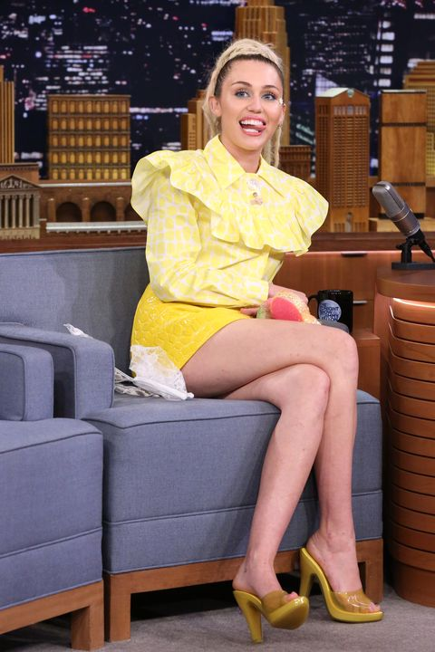 Miley Cyrus Legs And Feet photo 18