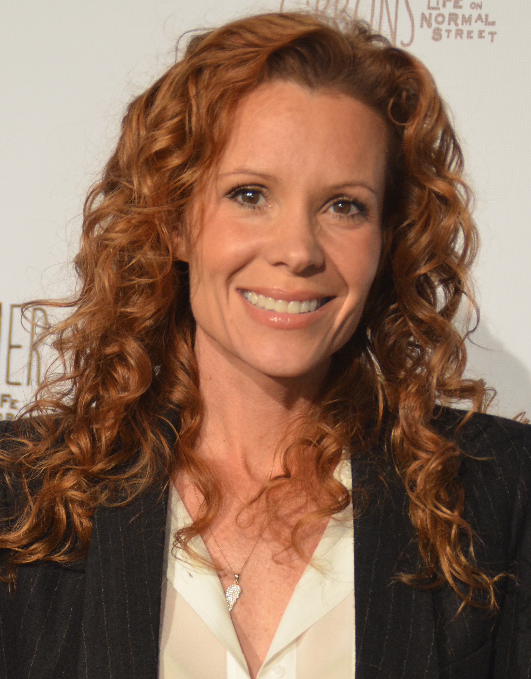 Robyn Lively Sexy photo 7